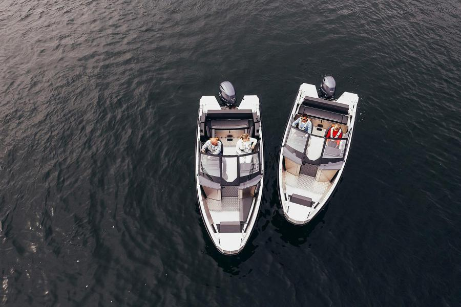 Buster XL og Buster XXL på Båter i sjøen