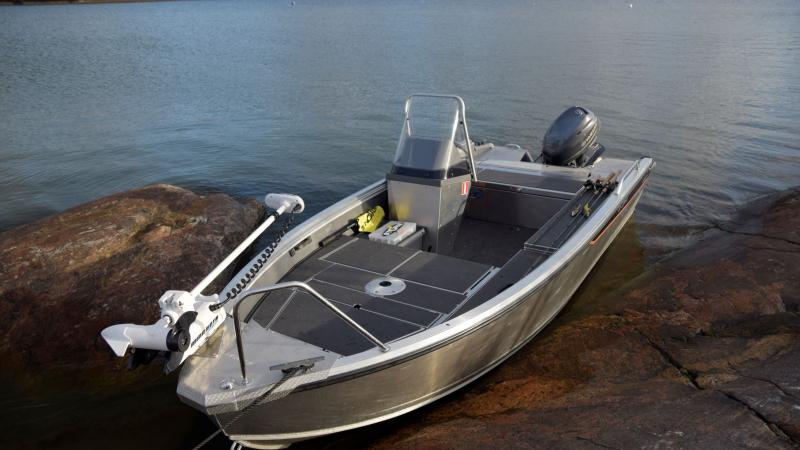Buster M1 has storage compartments in the bow and the seat box