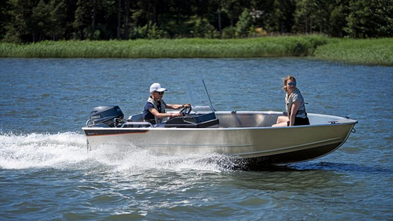 Buster XSr console boat